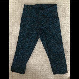Lululemon Crop Blue Black snake/swirl mesh SZ8